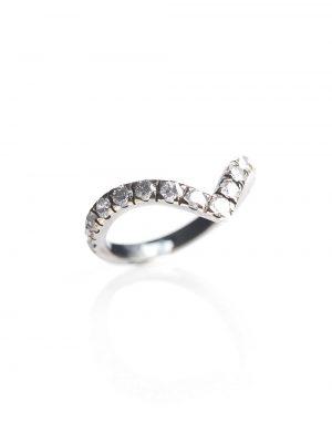Anel em V, confeccionado em ouro branco 18k com ródio negro e 97 pontos de diamantes