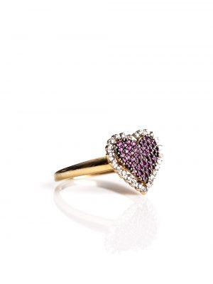 Anel coração, confeccionado em ouro amarelo com ródio negro nos rubis e 13 pontos de diamantes